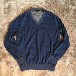 ↟ Express Men's V-Neck Sweater - size XL ↟